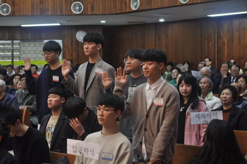 세례자 서약 수세자 : 권동희, 김사랑, 임세혁, 유병규, 양경석